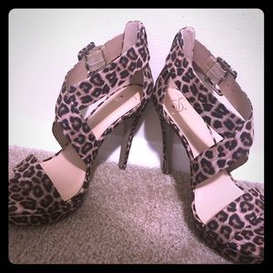 NWT leopard print heels! 🐱